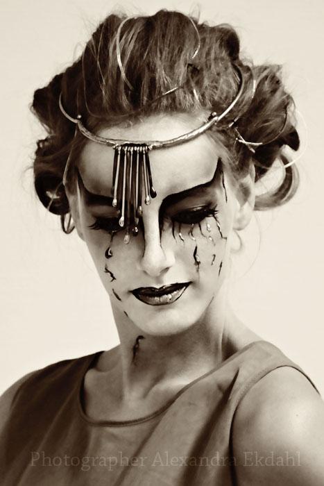Photographer Alexandra EKdahl Fotograf StockhOLM aRTIST MODEL MODELL MAKEUP portrait black and white