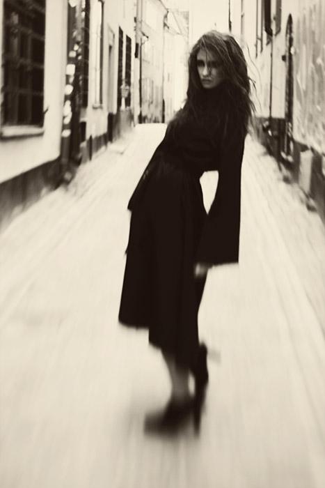 Photographer Alexandra Ekdahl Stockholm. Dress by Loni Model Maria horror photography art dark 3